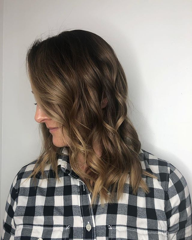 Happy Saturday! Check out this soft balayage done by Jaime • #capelligr