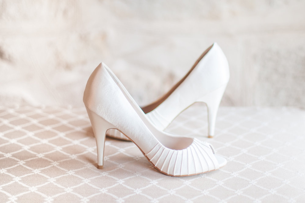 wedding-photography-shoes-jessica-yaeger.jpg