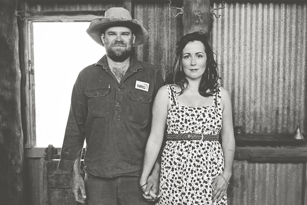 outback-engagement-photography-shearing-shed-jessica-yaeger.jpg