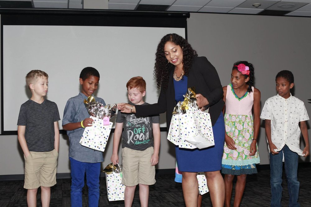 dija handing out gift bags at blue house premiere.jpg