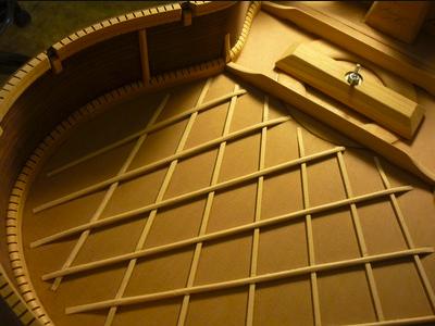 A view of a lattice bracing system (http://www.guitarras-fogas.com)