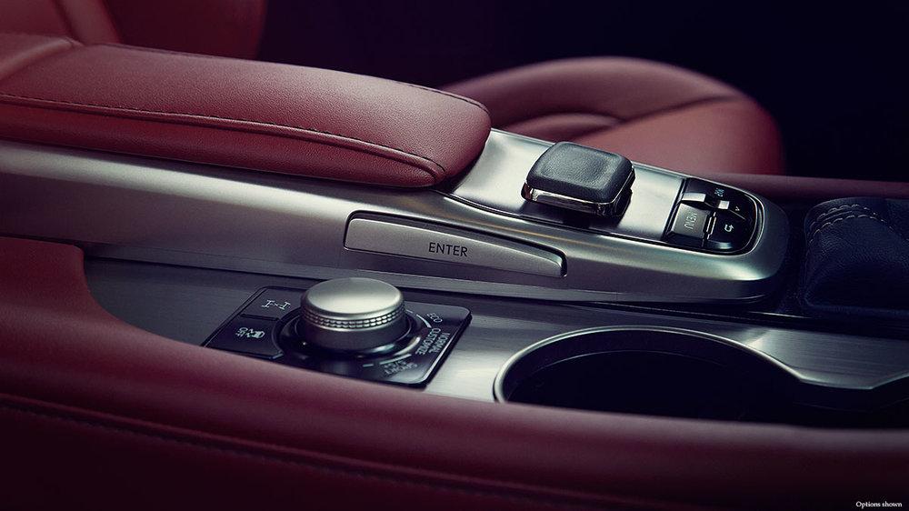 Lexus-RX-intuitive-technology-keyfeatures-1204x677-LEXRXGMY160061.jpg