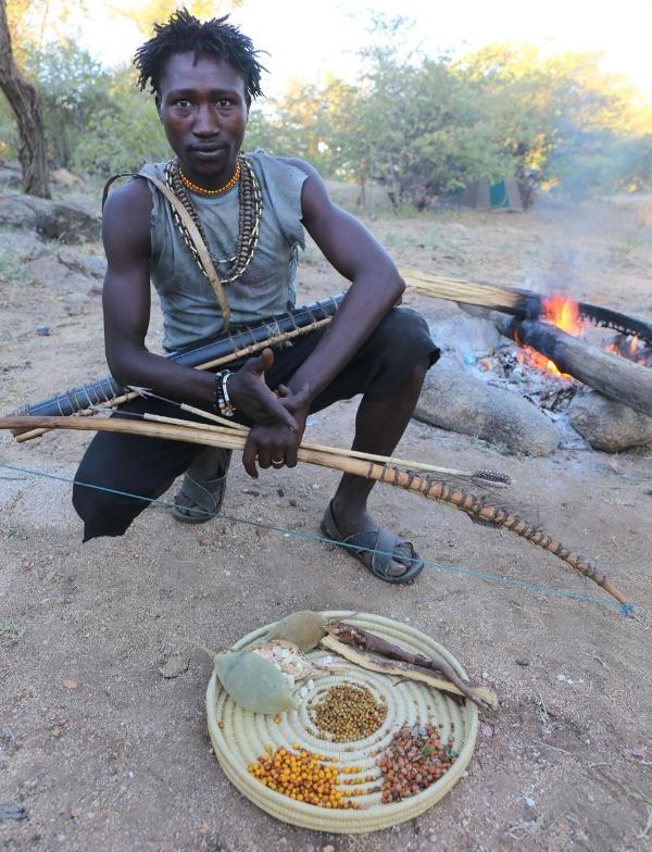 Hadza er jegere og samlere. Baobabfrukten er en viktig del av kostholdet deres. (Bildet er hentet  her )