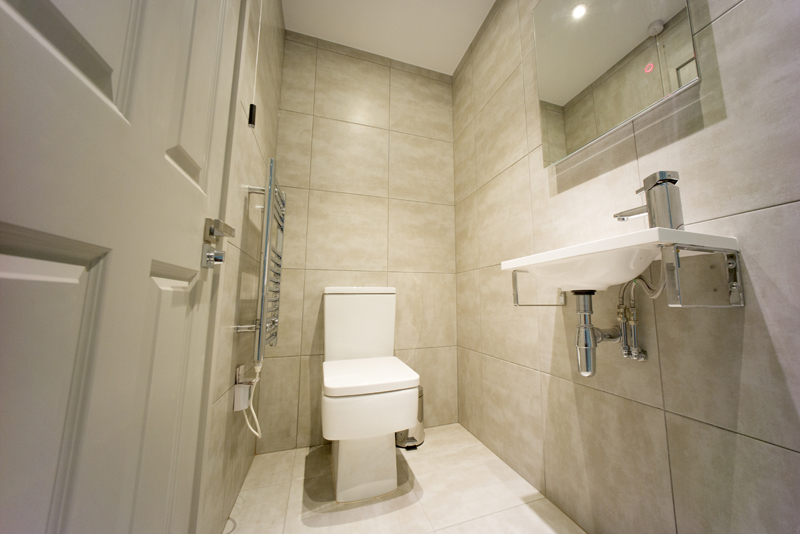TOP APARTMENT - BATHROOM 1 wide.jpg
