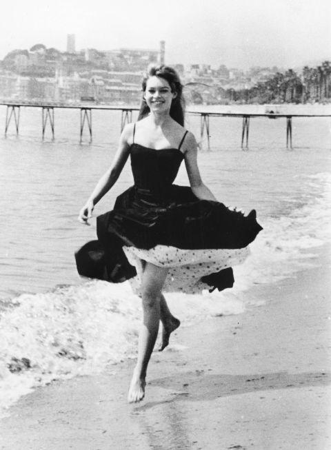brigette bardot 1956.jpg
