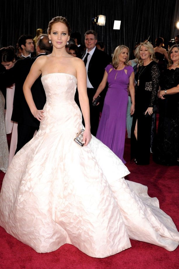 JENNIFER LAWRENCE IN DIOR.jpg