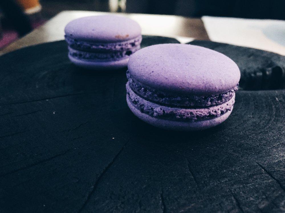 Black currant macarons - Dessert