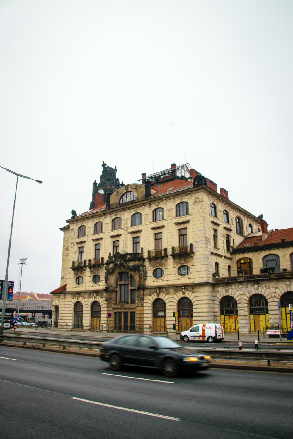 wing of central train station