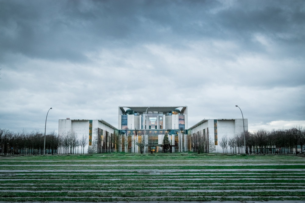 the 2001 German Chancellery