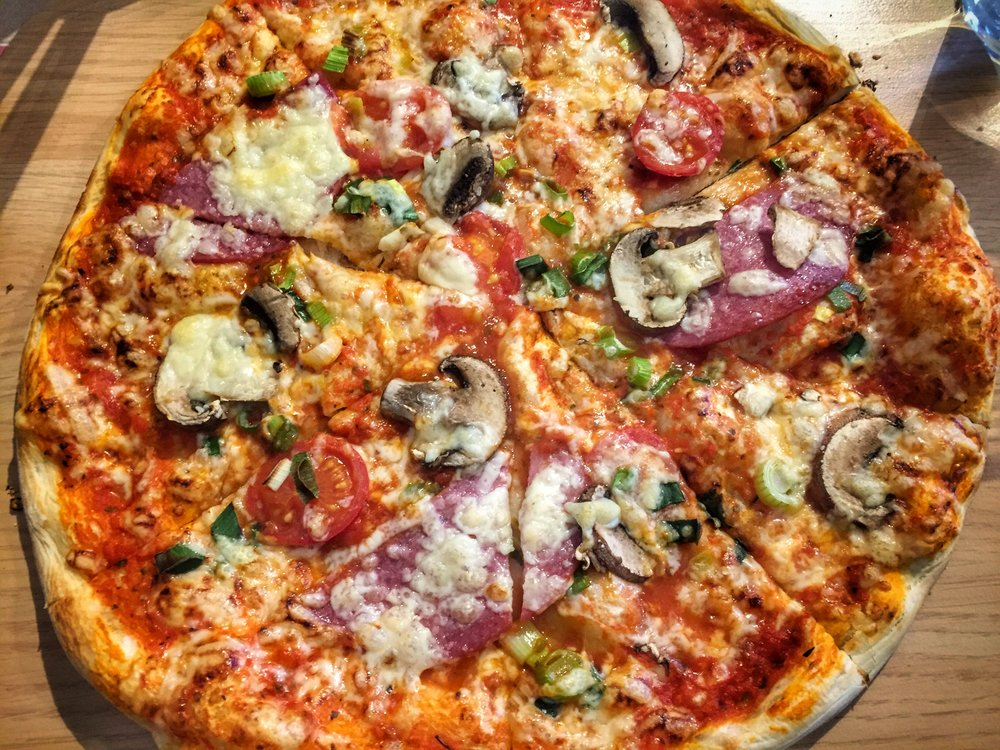 """""""Bavarian pizza"""" at Herzl am Rathaus (Füssen)"""