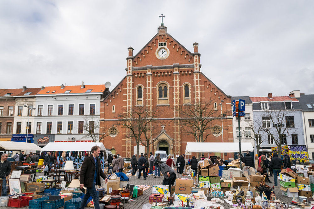 Place du Jeu de Balle flea market