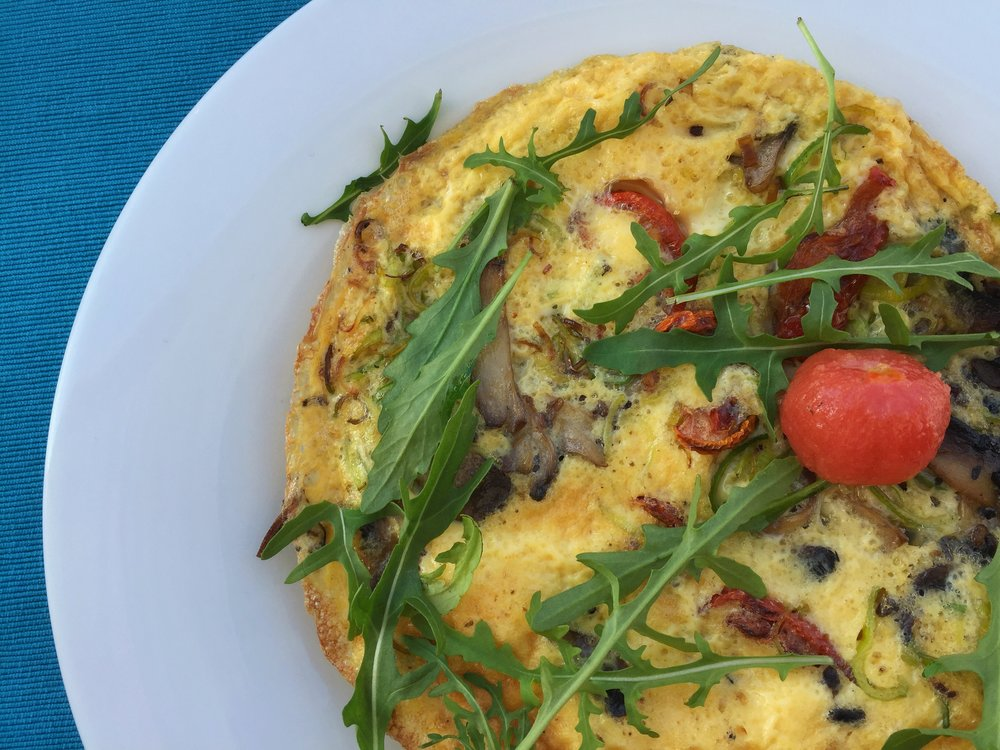 omelet with sun-dried tomatoes, mushrooms, & arugula at Restaurant Brasserie on 7 (Split)