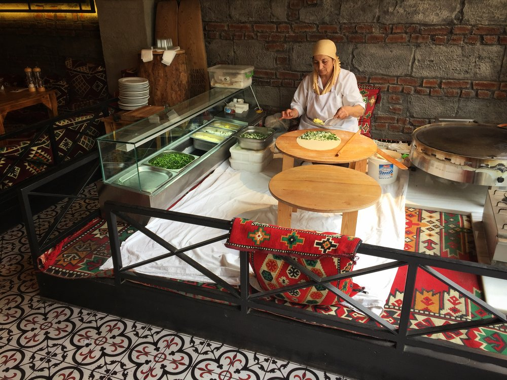 lady making traditional gözleme