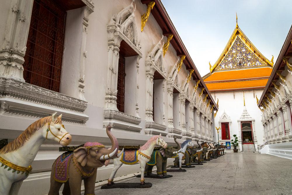 Bangkok temple-2.jpg