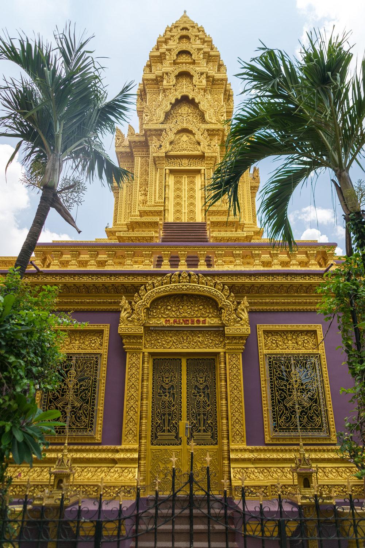 Phnom Penh_Wat Ounalom-2.jpg