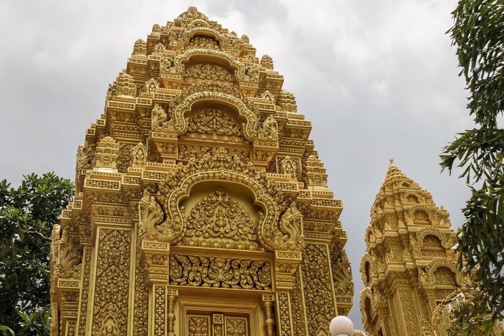 Phnom Penh_Wat Ounalom-4.jpg