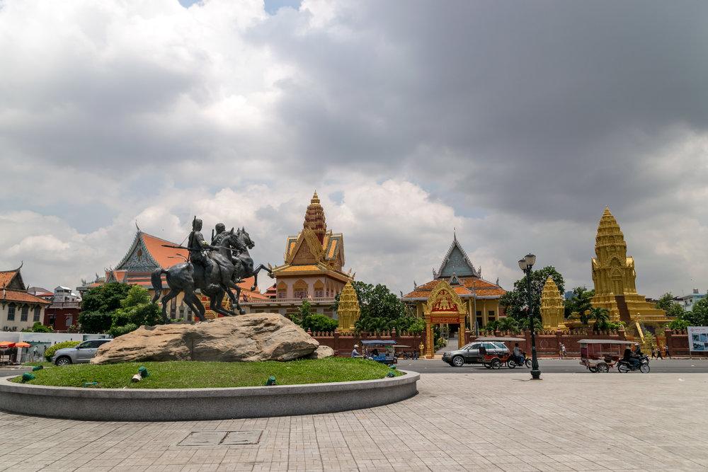 Phnom Penh_Wat Ounalom-6.jpg