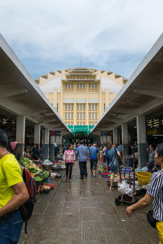 Phnom Penh_central market exterior-2.jpg