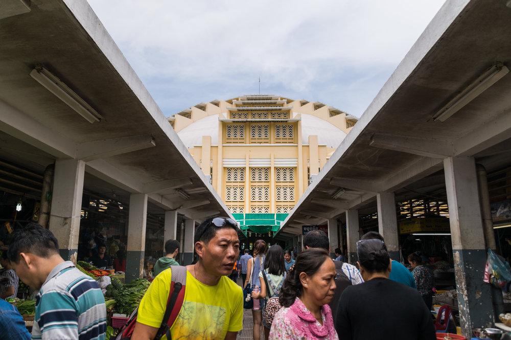 Phnom Penh_central market exterior-3.jpg