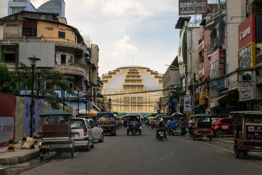 Phnom Penh_central market exterior-4.jpg