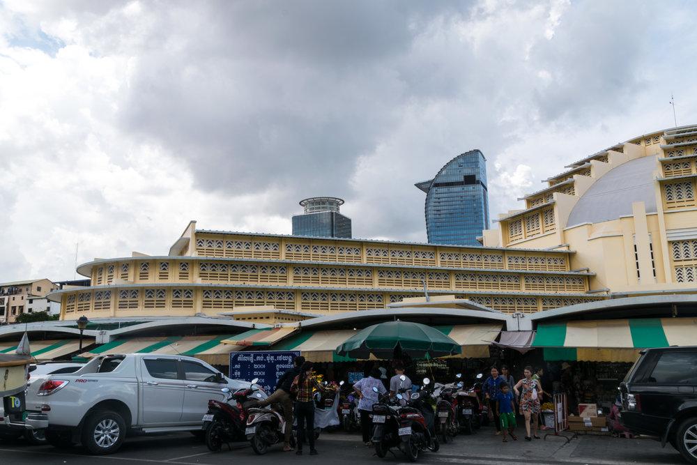 Phnom Penh_central market exterior-5.jpg