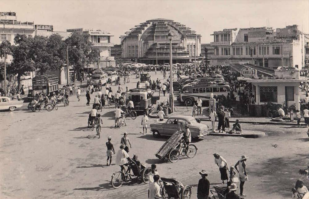 where are the stalls?  photo source says it's from 1960s, so stalls may have been damaged in the Franco-Thai war in 1941 (photo credit:  bokehcambodia )