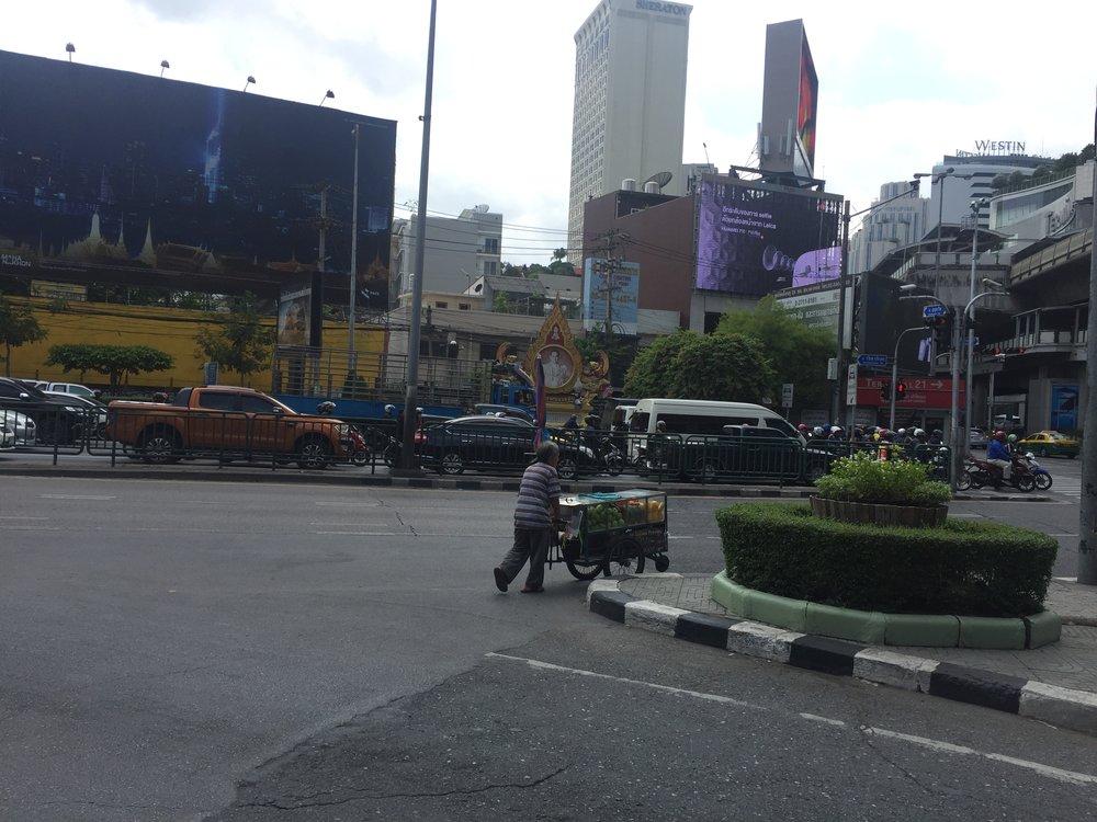 a food cart gets around Bangkok