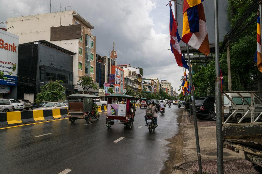 Phnom Penh, only room for cars