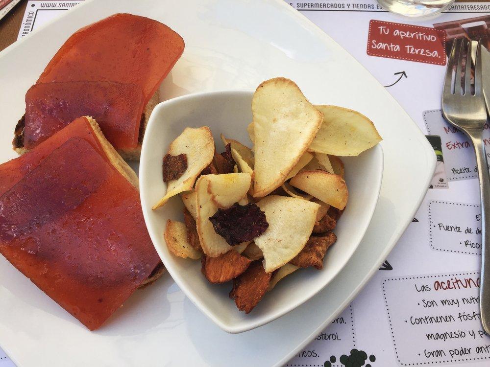 membrillo sandwich & veggie chips in Ávila