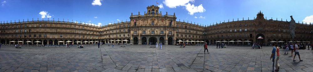 panoramic of the grand Plaza Mayor