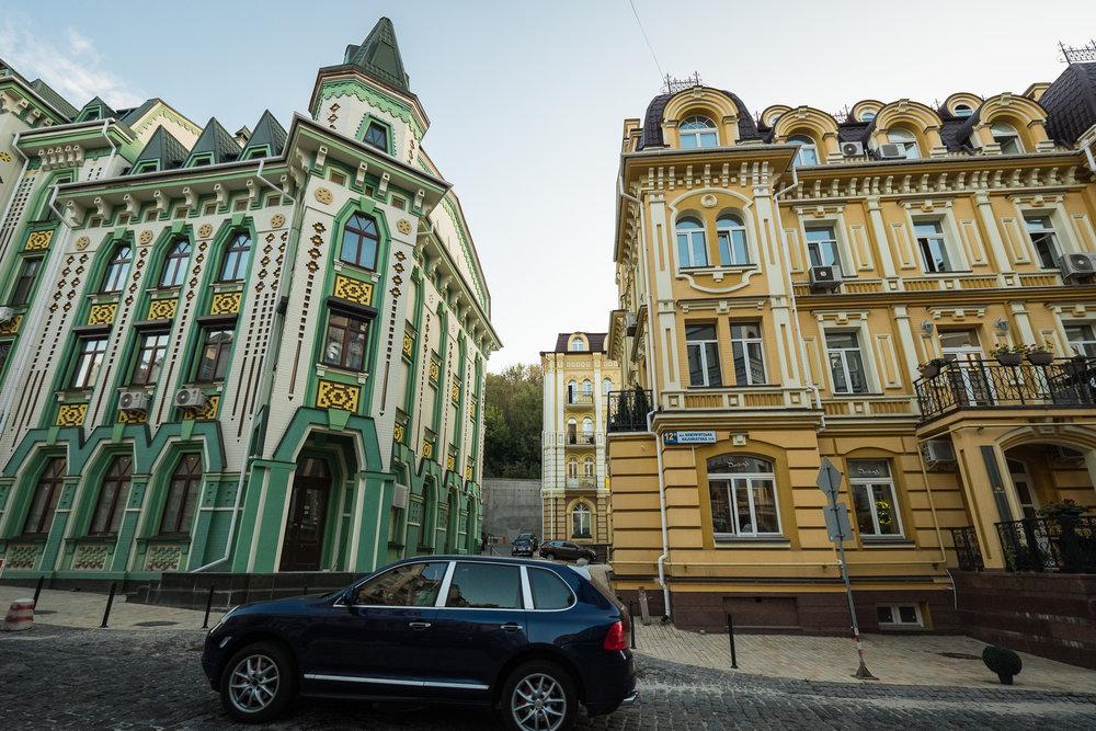 Kiev urban curiosities_1Vozdvizhenka-2.jpg
