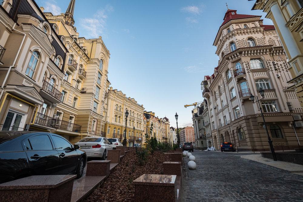 Kiev urban curiosities_1Vozdvizhenka-1.jpg