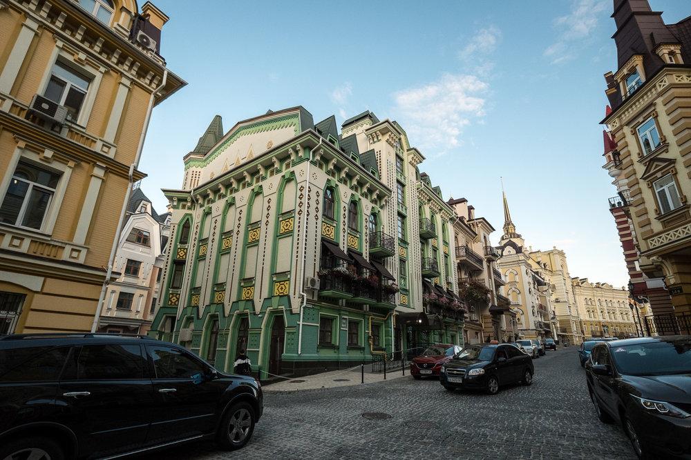 Kiev urban curiosities_1Vozdvizhenka-6.jpg