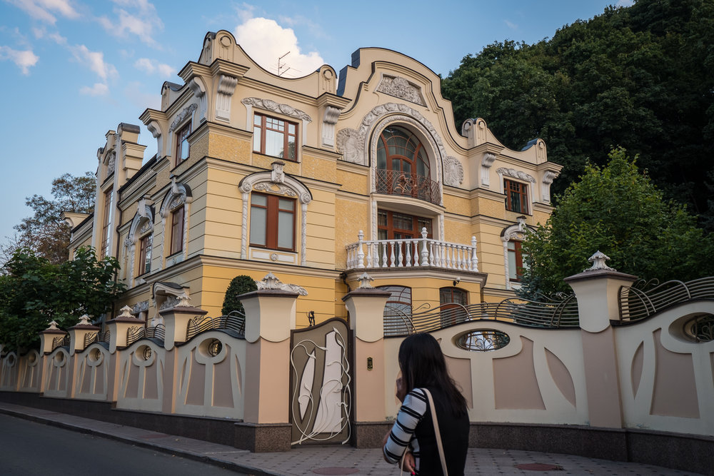 Kiev urban curiosities_1Vozdvizhenka-8.jpg