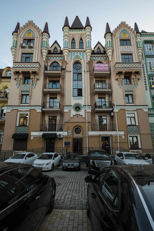 Kiev urban curiosities_1Vozdvizhenka-7.jpg