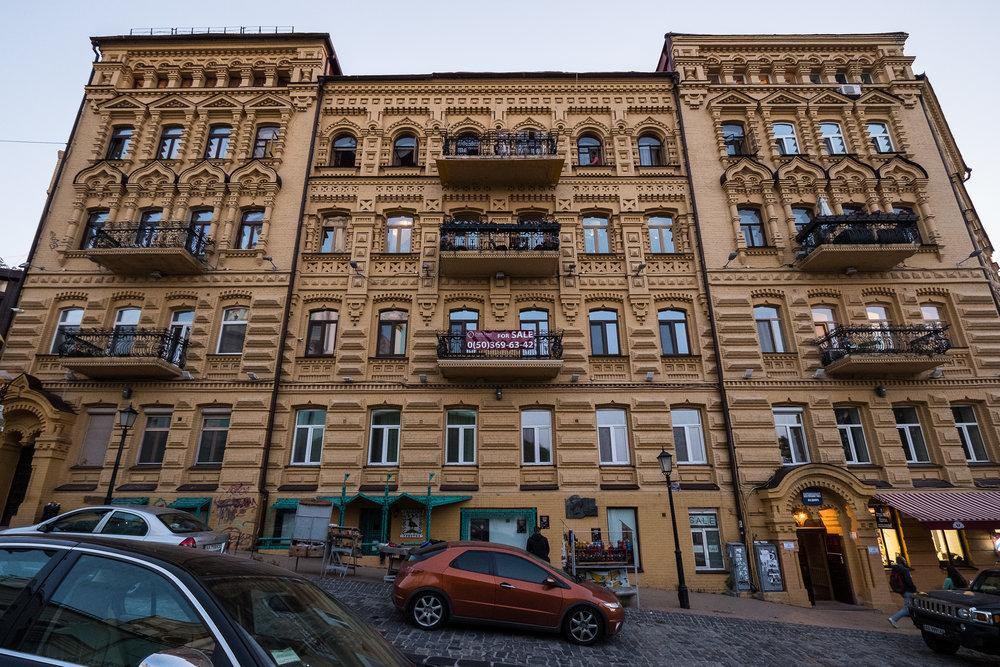 Kiev urban curiosities_1Vozdvizhenka-13.jpg