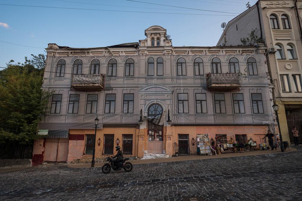 Kiev urban curiosities_1Vozdvizhenka-15.jpg