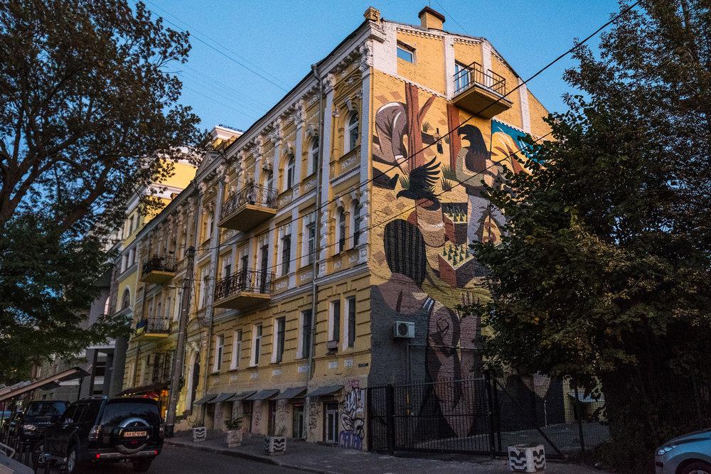 Kiev urban curiosities_5murals-5.jpg