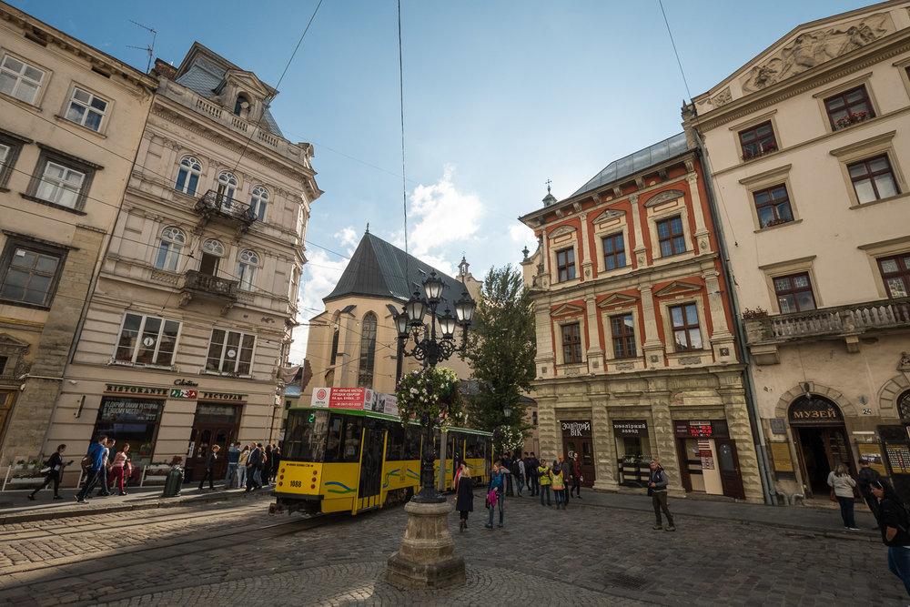 Lviv_Rynok Square (3)-5.jpg