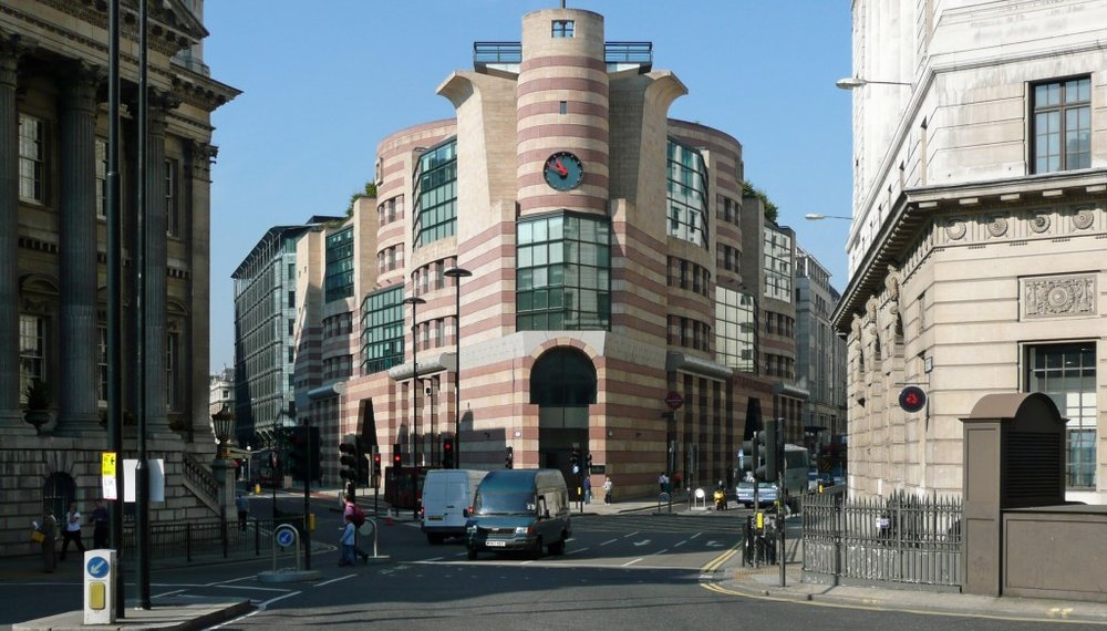 "James Stirling's ""old 1930s wireless"" at No 1 Poultry, built 1997 (photo credit: mimoa.com)"