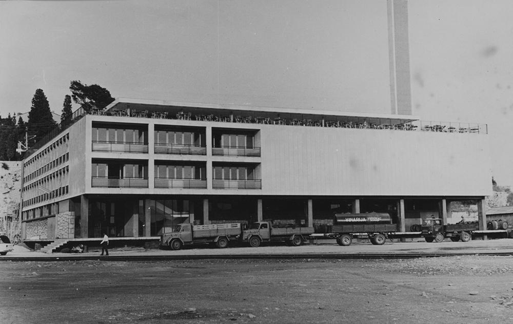 Dalmacijavino production facility and offices, probably in the 1960s (photo credit:dalmacijavino.hr)
