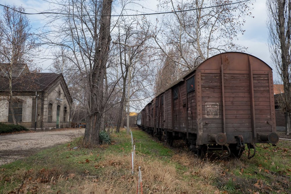 abandoned train_2-1.jpg