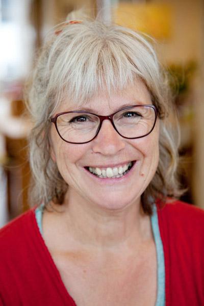 Kamille Rijksen, eigenaar van Het Reizende Koffertje, is beeldend therapeut, psychosociaal therapeut en ACT-coach.