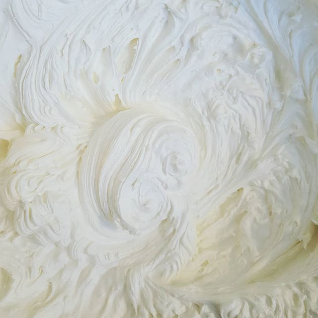 Light and fluffy whipped body butter...delightful! And, completely wonderful for the skin! Make sure to have moist skin before applying body butter, right out of the shower is perfect. This small change makes a huge difference with absorption. 👍