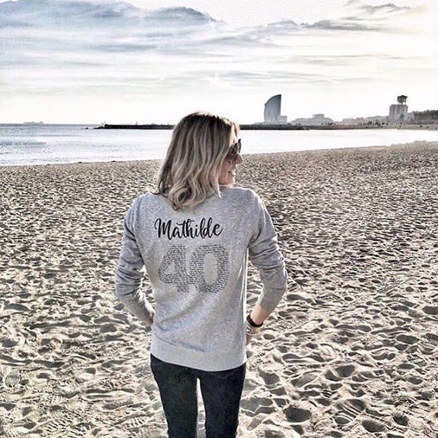 La super idée des amies de Mathilde pour fêter ses 40 ans ✨👕💡 Happy Birthday ! @triaaangles . #ideecadeau #triaaangles #sweat #anniversaire #personnalisation #birthday