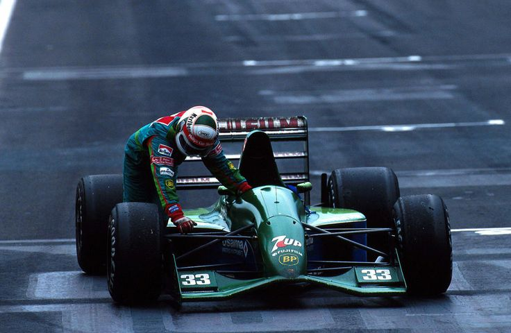 Andrea de Cesaris pushing his car to the finish, Mexico 1991.