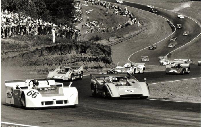 Vic Elford battling McLaren ace Dennty Hulme (5) for the lead, Road Atlanta 1970.