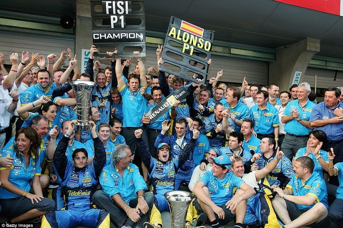 The Renault team celebrating their constructor championship at Shanghai