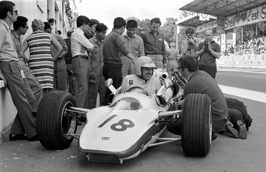 Jo Schlesser smiling in the pits, Rouen 1968.