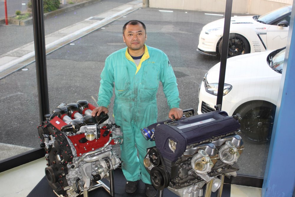 Mine's RB26 and VR38 engines with engine meister Nakayama Toshikazu